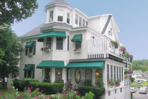 Exterior View of Harbour Towne Inn