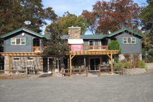 Exterior view of Mallard Lake Family Resort.