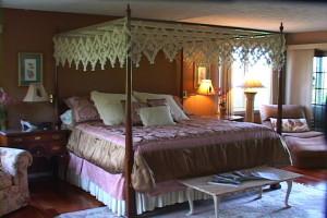 Guest room at The Vagabond Inn.