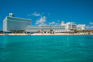 Exterior view of Riu Cancun All Inclusive.