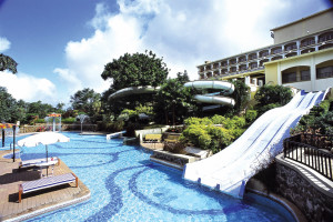 Exterior view of Fariyas Holiday Resort.