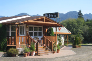 Exterior view of Quinault River Inn.