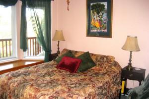 Guest room at Spirit Lake BNB.