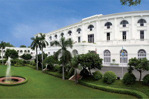Exterior view of Oberoi Maidens Hotel.