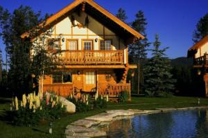 Cabin exterior at Great Northern Resort.