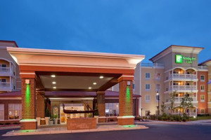 Exterior view of Holiday Inn Hotel & Suites Maple Grove.