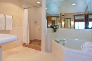 Suite bathroom at The Heathman Lodge.