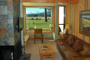 Guest living room at Black Butte Ranch.