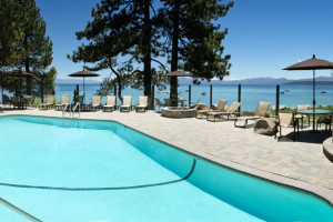 Swimming Pool and Jacuzziy at the Red Wolf Lakeside Lodge
