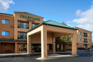 Exterior view of Courtyard Detroit Utica.