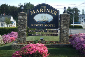 Mariner Resort sign.
