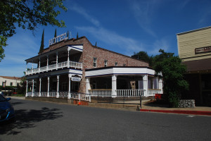 Exterior view of Jamestown Hotel & Restaurant.
