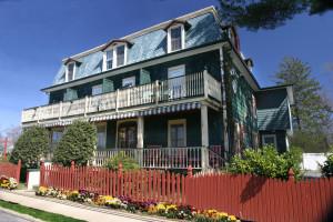 Exterior view of Evergreen Inn.