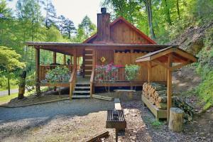 Cabin exterior at Eden Crest Vacation Rentals, Inc.