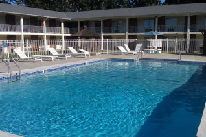 Outdoor pool at Crystal Inn - Eatontown.