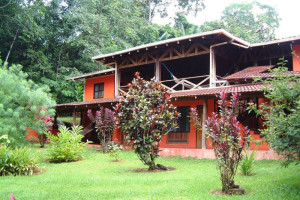 Exterior view of La Laguna del Lagarto Lodge.