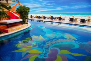 Outdoor pool at Mía Cancún.