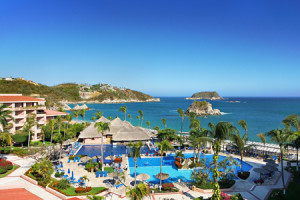 Exterior View of Barcelo Huatulco Beach