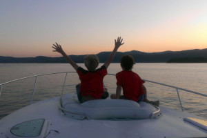 Family boating on lake at The Lodges at Cresthaven on Lake George.