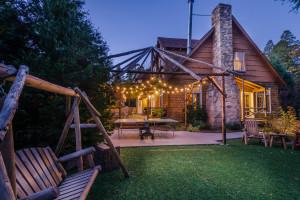 Cabin patio at Arrowhead Pine Rose Cabins.