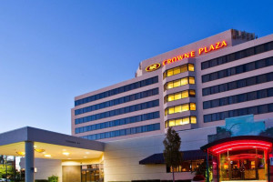 Exterior view of Crowne Plaza Hotel Auburn Hills.