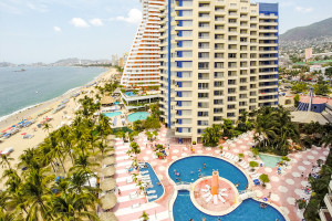 Exterior view of Playa Suites Acapulco.