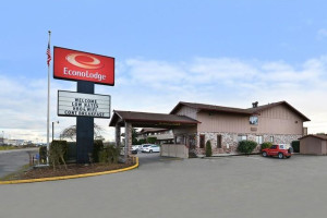 Exterior view of Chehalis Inn & Suites.