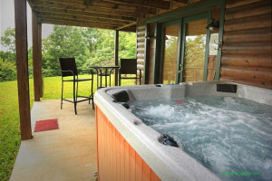 Rental hot tub at Enchanted Mountain Retreats, Inc.