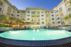 Exterior view of Holiday Inn Club Vacations Galveston Beach Resort.