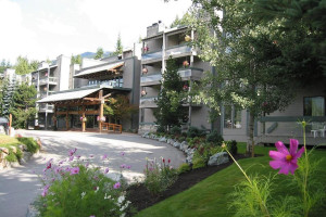 Exterior view of Tantalus Resort Lodge.