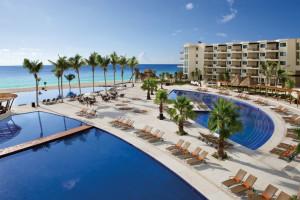 Outdoor pool at Dreams Cancun Resort & Spa.