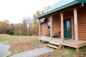 Cabin exterior view at Big Creek Cabins.