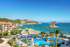 Exterior view of Barcelo Huatulco Beach.