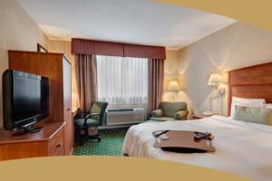 Guest Room at Hampton Inn Portland/Clackamas