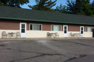 Exterior view of Lakeview Motel.