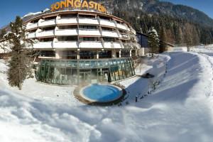 Exterior view of Thermen und Sporthotel Sonngastein.