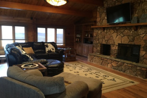 Cabin living room at Lakeview Lodge 307.
