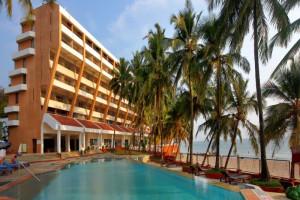 Exterior view of Bogmalo Beach Park Plaza Resort.