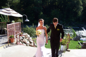 Wedding couple at Strawhouse Resorts.