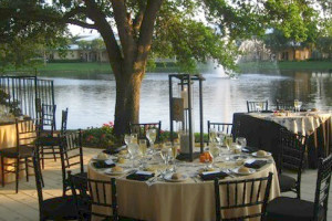 Outdoor dining at Inn at Pelican Bay.