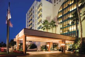 Exterior view of Newport Beach Marriott Bayview.