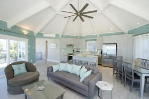 Rental living room at Paradise Properties Vacation Rentals & Sales.