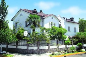 Exterior view of Hotel Cafe Cultura.