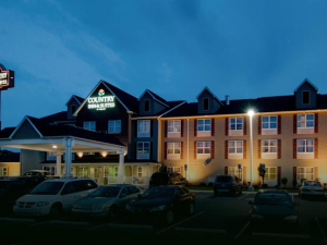Exterior view of Country Inn & Suites Chambersburg.