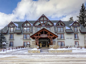 Exterior view of Banff Inn.