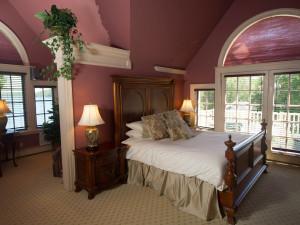 Guest bedroom at Balance Rock Inn.