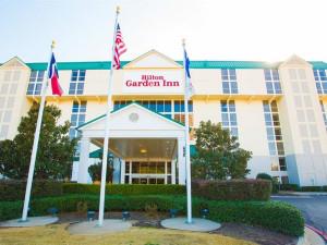 Exterior view of Hilton Garden Inn Dallas/Market Center.