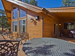 Vacation rental deck at EstesParkRentals.com.