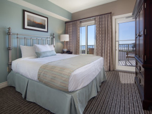 Guest bedroom at Holiday Inn Club Vacations Galveston Beach Resort.