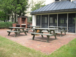Picnic tables at Rivergreen Resort.